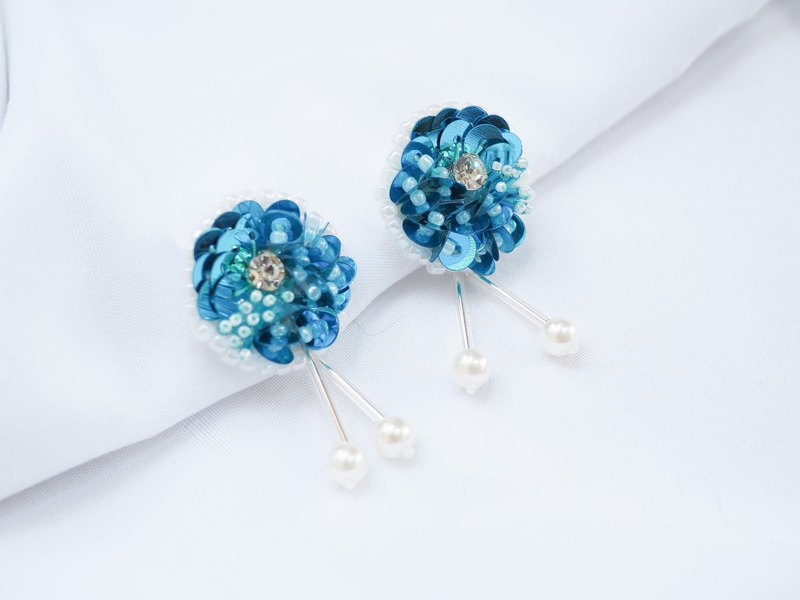 Bead embroidery blue circle earrings | Stud and Clip-on earrings.