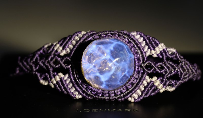 Crystal Bay x Macrame crystal. Ning (South American wax bracelet) Lavender