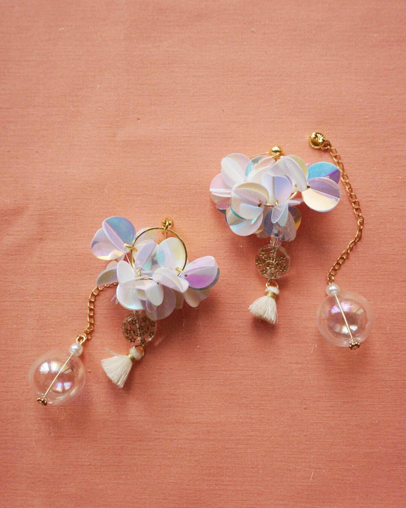 Satari Sequin sequined flower buckled transparent wave earrings