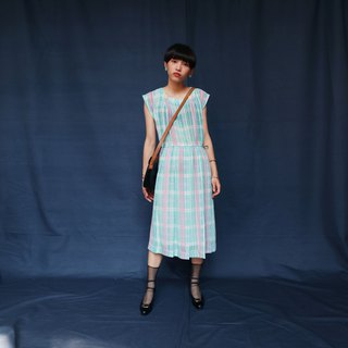 Pumpkin Vintage. Ancient pink plaid dress