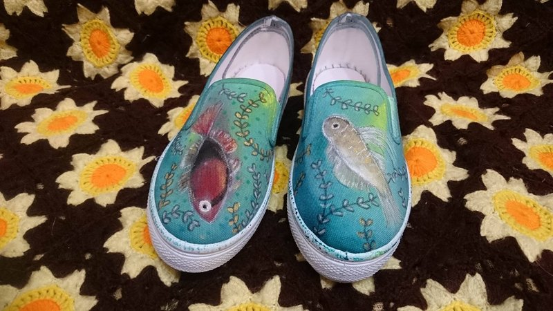 Hand-painted female boat shoe tread creek