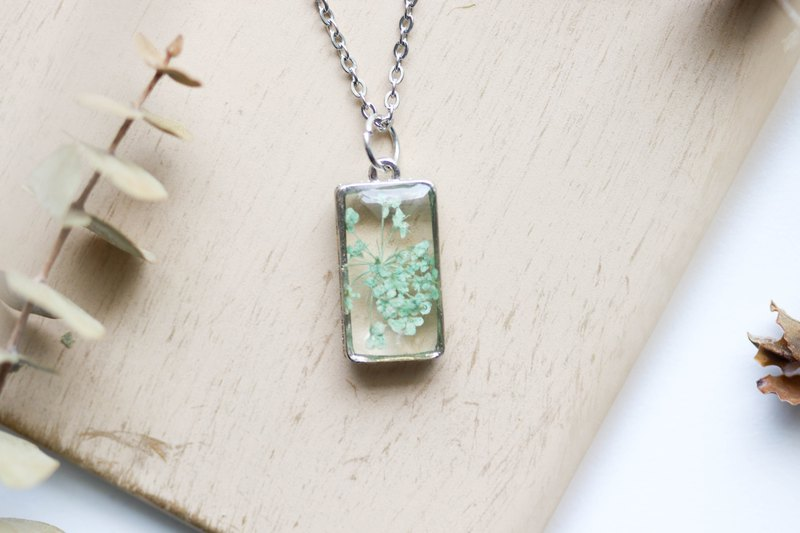 Ammi majus (Green) – Necklace bright 20 x 10 mm.