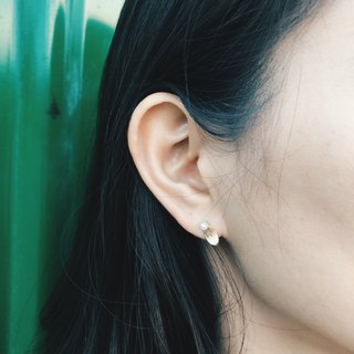 Small round blade - pearl white ear earrings [can be changed ear clip]
