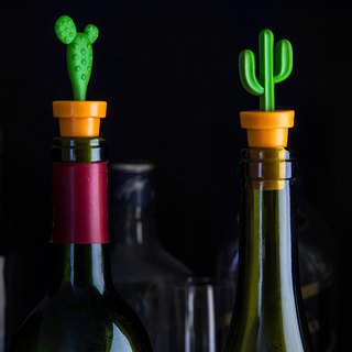 QUALY cactus wine stopper (2 in a group)