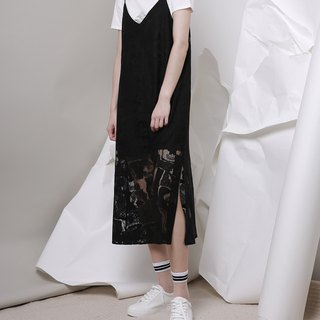Wooden drain day / komorebi original design Shoulder strap V lace dress hollow dress black