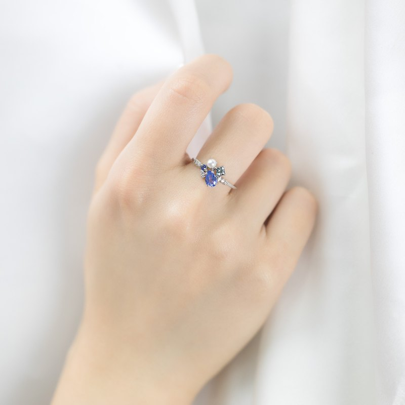 18k Solikd Gold Blue Sapphire and Akoya Pearl Cluster Ring - R088A