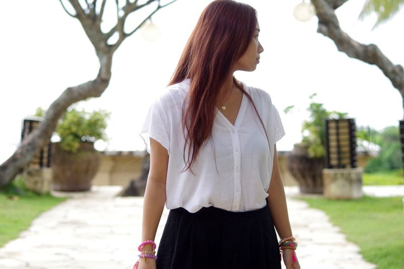 Adult cute V-neck summer blouse <White>