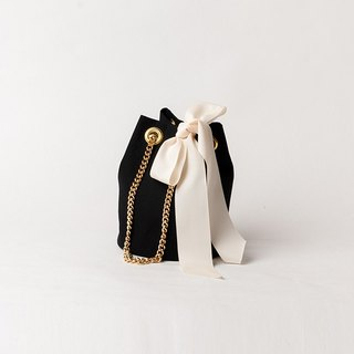GOLD CHAIN  POCHETTE  --   BLACK