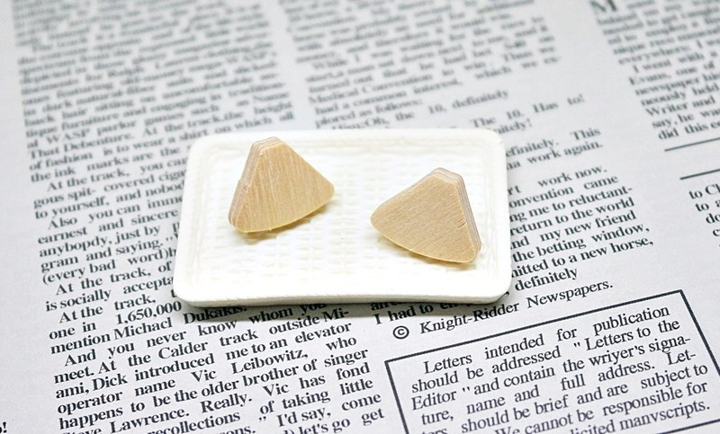 Stainless steel X wooden-needle earrings <Mt. Fuji>