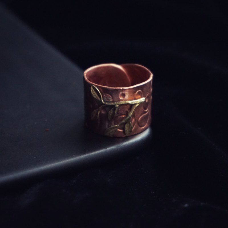 Subtle moment retro leaves ring brass red copper