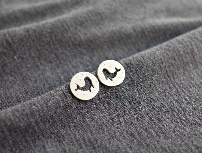 Ni.kou silver carved earrings - whale bubble