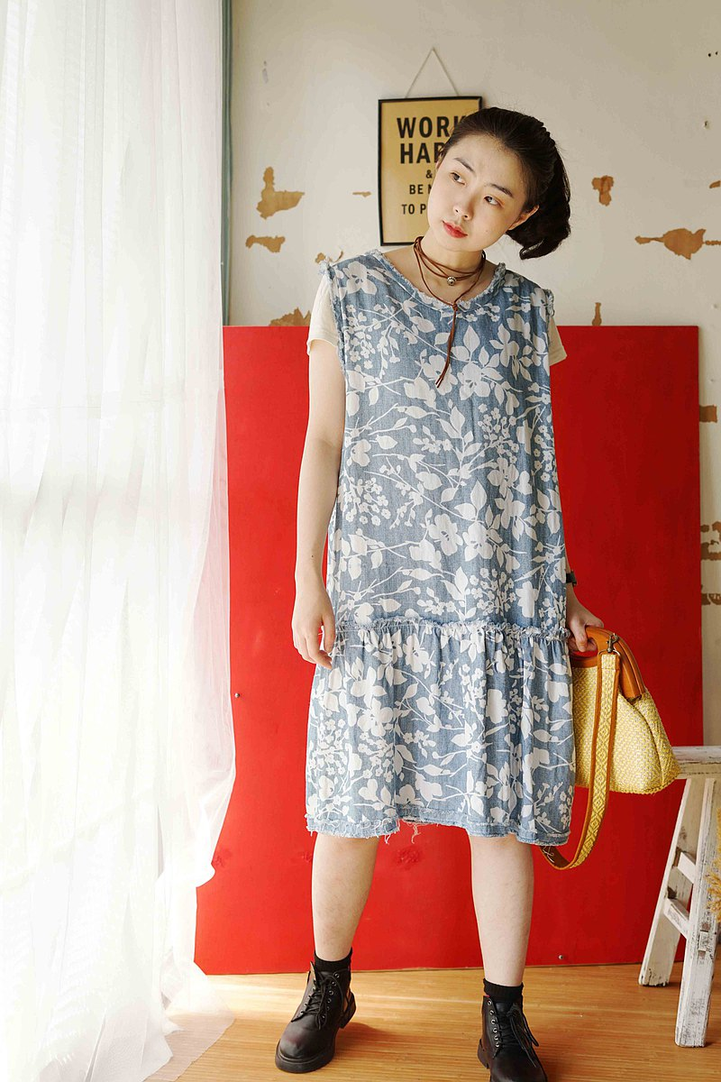 Handmade design-denim blue and white floral print loose edge sleeveless dress