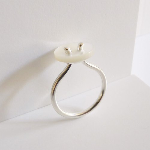 White butterfly shell button ring Shell Button Ring