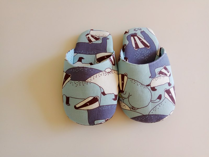 <Christmas gift> light blue purple 獾 indoor slippers indoor shoes feet are 21 cm or less