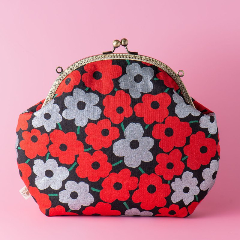 [Red and gray flowers full-black background] Retro metal mouth gold bag #bag # 日 式 # 女 包 # 小包