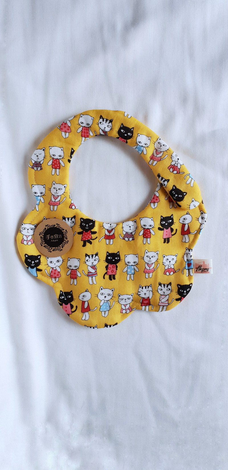 Pretty 喵 chick-yellow-eight-layer yarn 100%cotton casual arc shape bib. Saliva towel