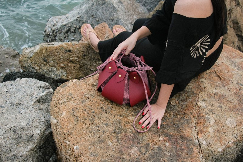 red - Fateh the drawstring bucket bag
