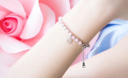 Falling in Love Bracelet (Rose Quartz)