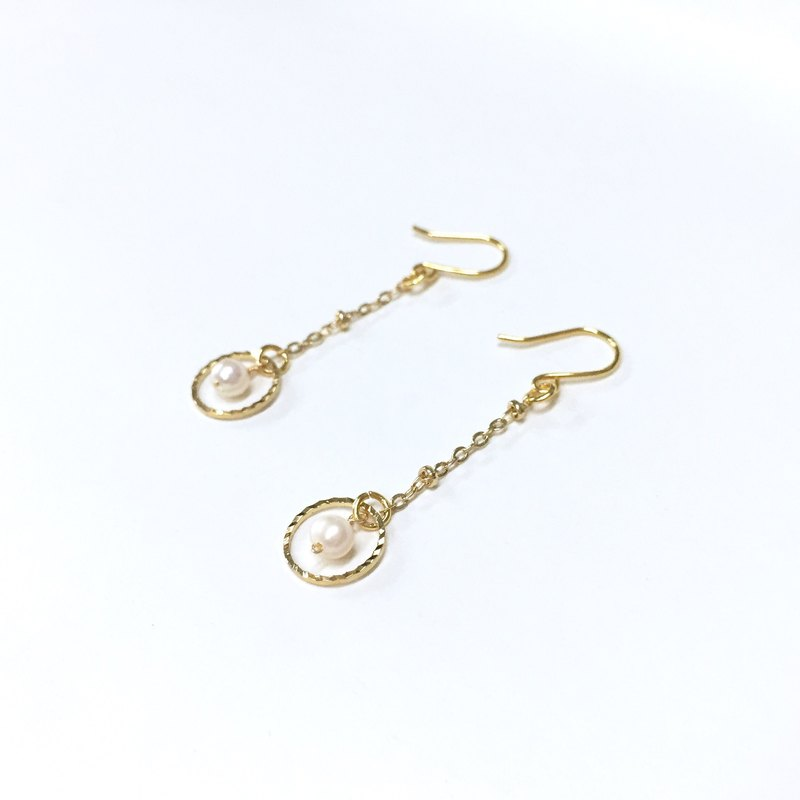【Zao】 【month】 minimal Jane pearl hanging earrings. 18k gold-plated earrings. Natural pearl earrings. Japanese / French / minimalist style. Earrings / ear hooks / ear clip