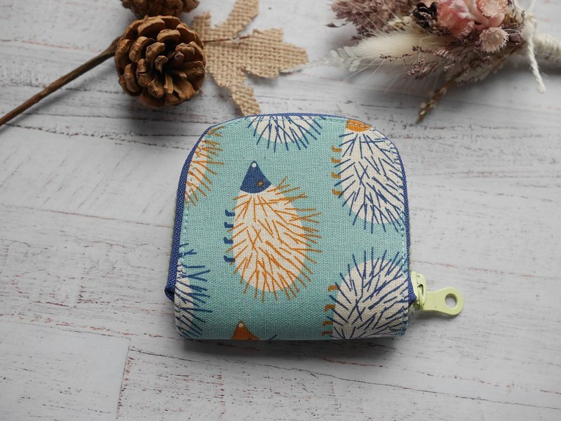 Hedgehog headphone pocket zipper bag