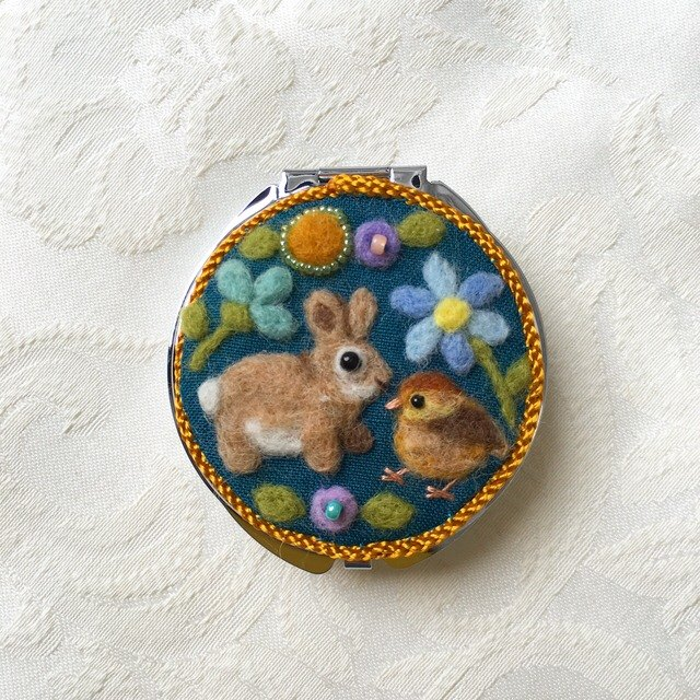 pill case of rabbit and chick