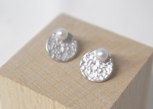 Akoya pearl of perfectly round Puchipiasu (Silver color)