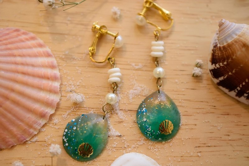 NEW!! Cute & Beauty Sea Shell Resin Earrings