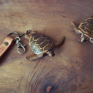 Little sea turtle struggling to swim forward to the sea pure leather key ring can be engraved name