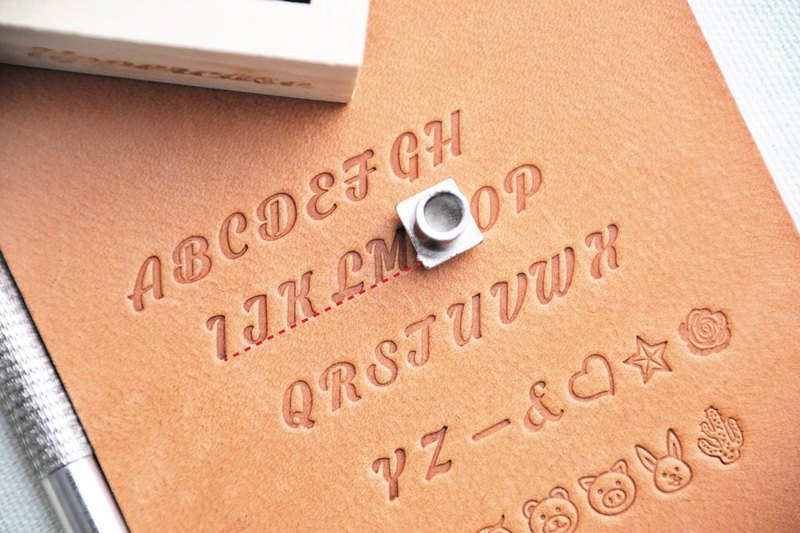 2017 handwritten large grass even pattern embossed set Muhe gift boxed letters molds pressed leather leather lettering imprint personalized leather DIY engraving tools