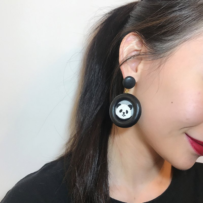 Merilokyuen | Panda Panda / Grey Leather Earrings