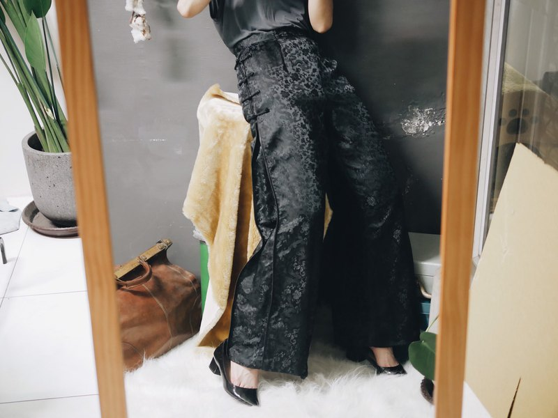 River Water Mountain - Ink black oriental knot embroidery elegant girl antique satin bright cloth pro comfortable wide pants pants