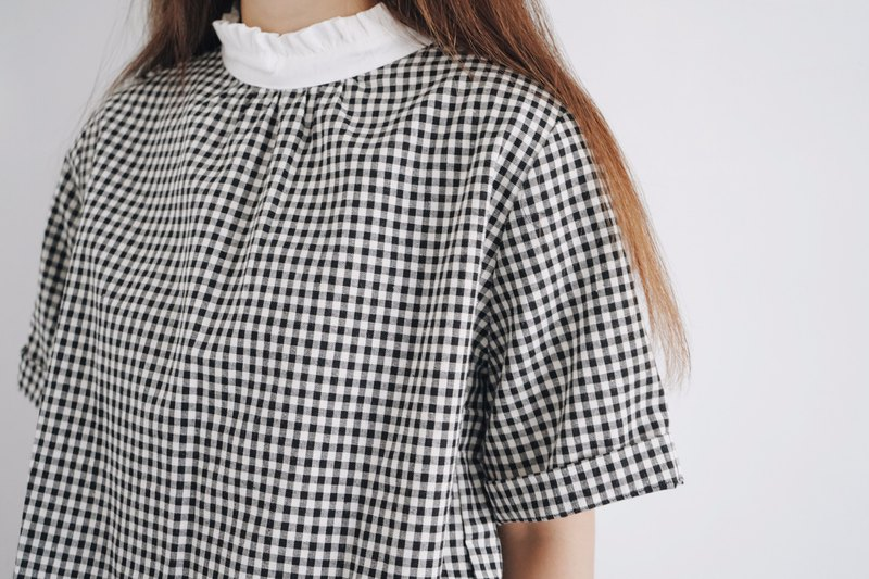 Flower Collar Plaid Top - Black