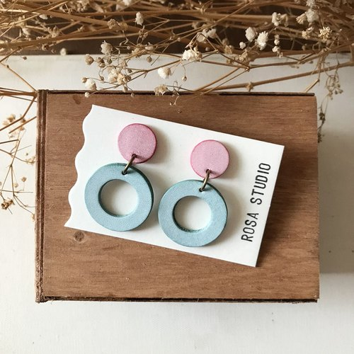 Leather earrings │ ear pin type │ big round 3 works _ cherry powder with mint green