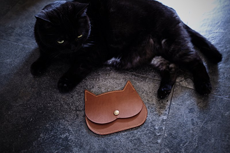 Handmade leather cat head purse  Card package