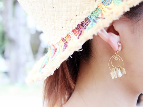 Natural shell shape earrings (single)