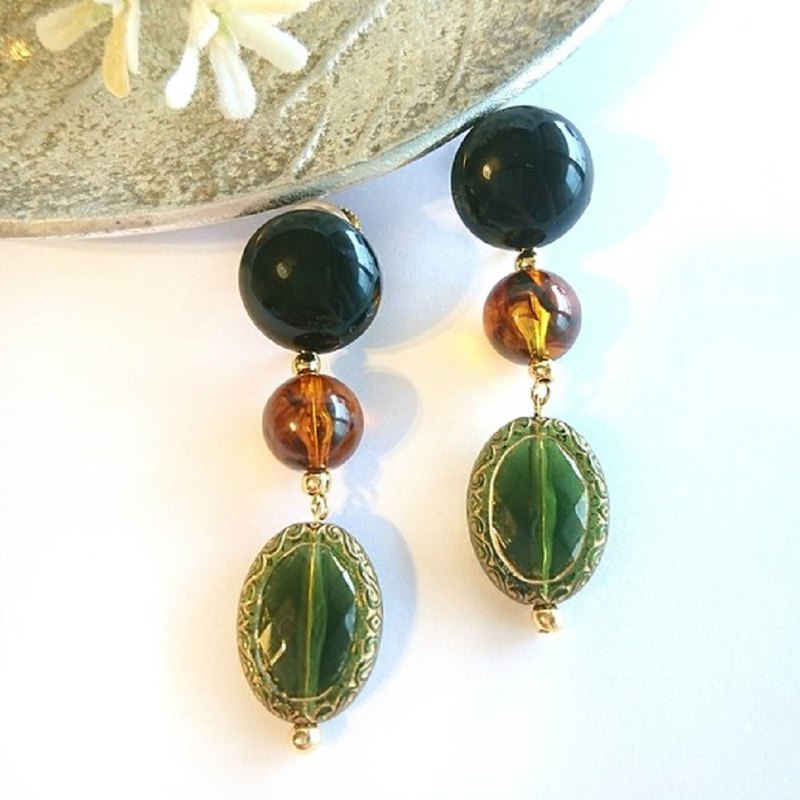 Antique bead earring., Pierced (olive × tortoise)