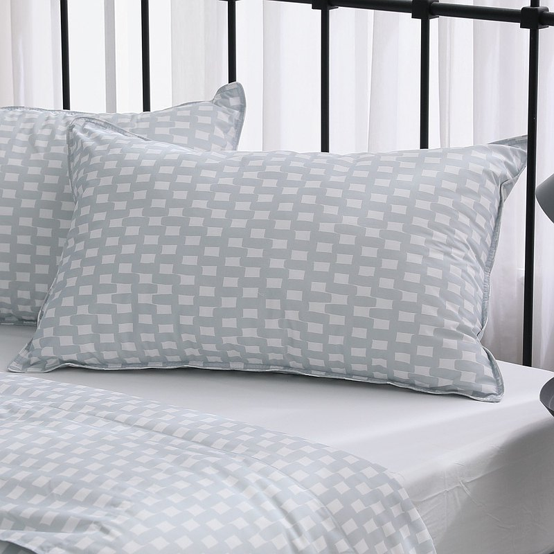 Daily pillow / Q bomb nano material / Bring you a new sleep experience / Plaid gray