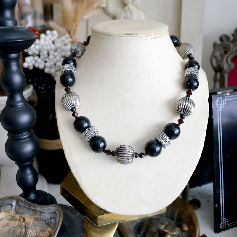 Black Resin Bead Silver Plated Necklace Noble and Elegant Japanese Used Medieval Jewellery Vintage