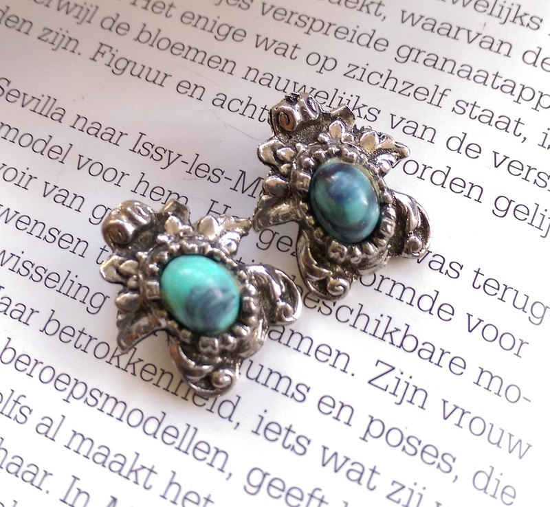 [Western antique jewelry / old pieces] turquoise silver folder earrings