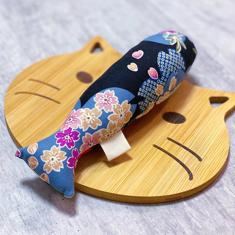 Nostalgia catfish fish toy (with clams clang) cat pattern