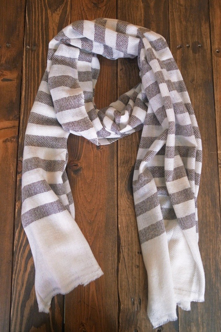 [Music] tempo Kashmir wool scarf / shawl Hand made in Nepal (light brown streaks)