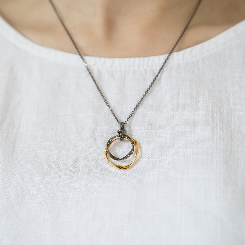 Small round necklace