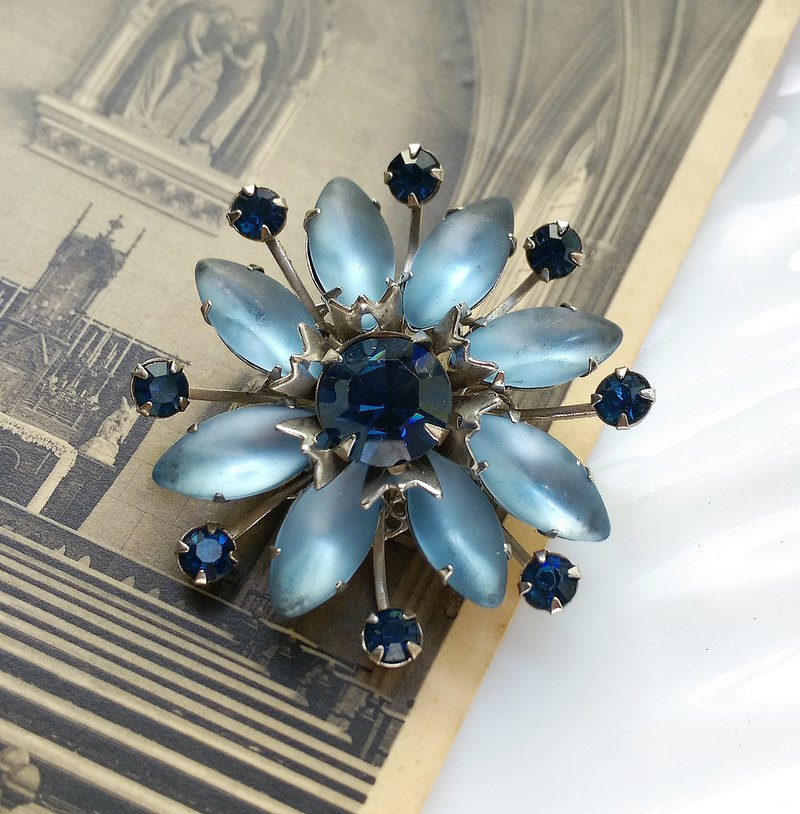 Western antique ornaments. Ice Mist Blue Frost Pin