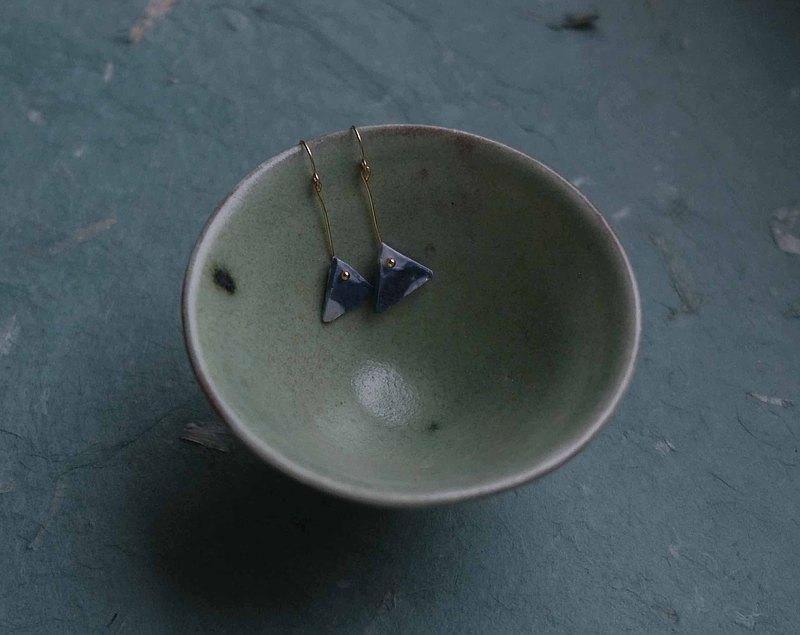 陶耳環-藍色三角形
