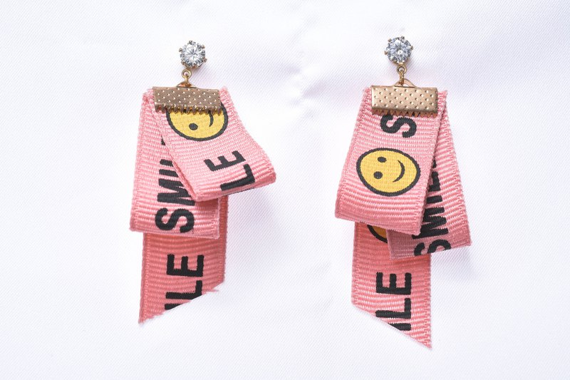 Wild alphabet handmade ribbon earrings (pink)