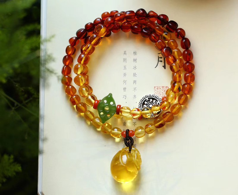 [New store welfare price] natural rainbow amber with three-ring bracelet / embellished natural gold bag purse pendant