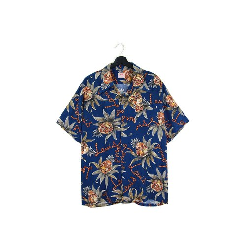 Back to Green:: LEVI'S 午夜藍 //男女皆可穿// vintage Hawaii Shirts (H-32)