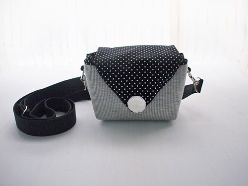 hairmo. Simple triangular dorsal envelope camera bag - gray + black spots (DC / class monocular / monocular)