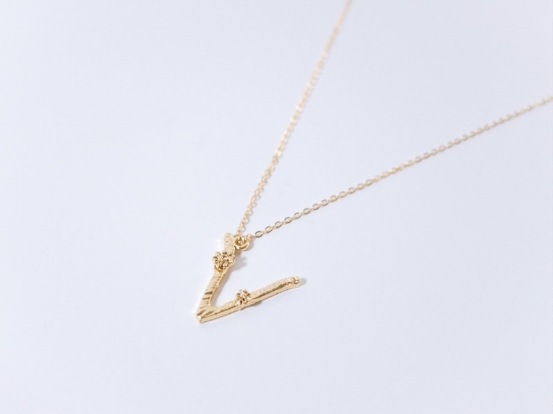 Flower vine letter necklace V