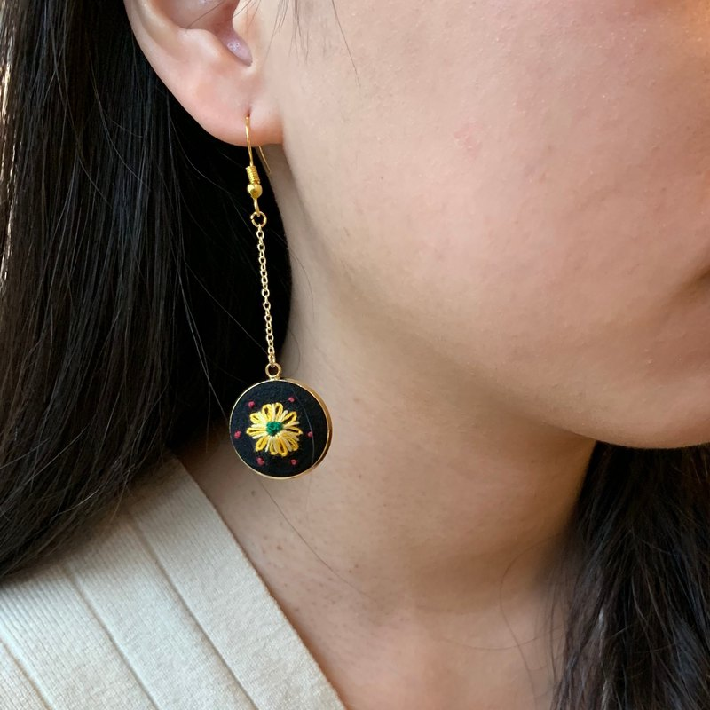 Hand-embroidered earrings - small sun flower